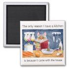 Niedliche, lustige kochende Katze in der Küche Quadratischer Magnet