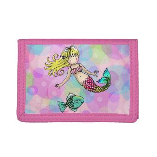 Niedliche Mädchen Meerjungfrau und Fische