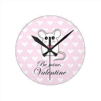 Niedliche Maus - Valentinstag Runde Wanduhr
