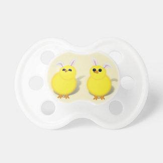 Niedliche Ostern-Küken mit den Häschen-Ohren Schnuller