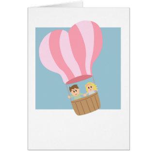 Niedliche Paare im Heißluftballon Grußkarte