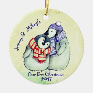 """Niedliche Penguin-Paare """"unser erstes Weihnachten Keramik Ornament"""