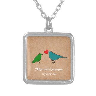 Niedliche personalisierte Vogel-Hochzeit Halskette Mit Quadratischem Anhänger