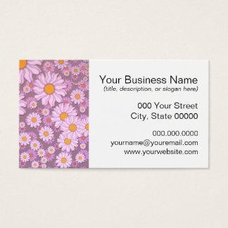 Niedliche rosa Gänseblümchen über Visitenkarte