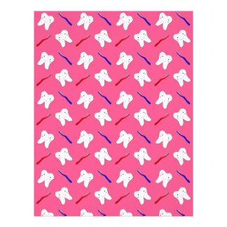 Niedliche rosa toothburshes und Zahnmuster Flyerdesign