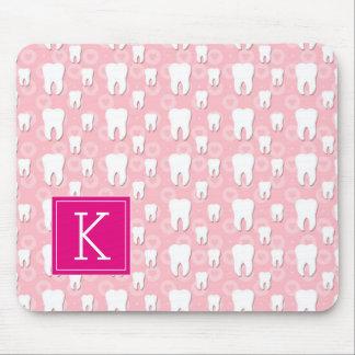 Niedliche rosa Zähne des Monogramm-| Mousepad