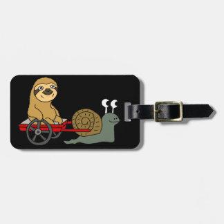 Niedliche Schnecke, die Sloth im roten Lastwagen Kofferanhänger