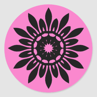 Niedliche schwarze Mandala-Blume auf Rosa Runder Aufkleber