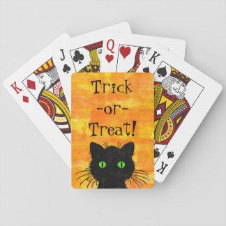 Niedliche schwarze Peekabookatze auf orange Spielkarten