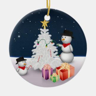 Niedliche Snowmen mit Weihnachtsbaum - Verzierung Rundes Keramik Ornament