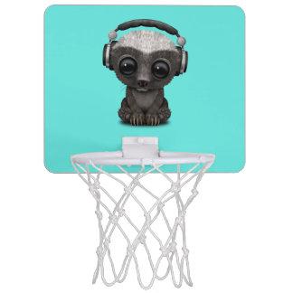 Niedliche tragende Kopfhörer Baby-Honig-Dachs-DJ Mini Basketball Netz