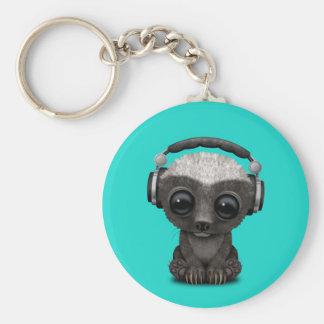 Niedliche tragende Kopfhörer Baby-Honig-Dachs-DJ Schlüsselanhänger