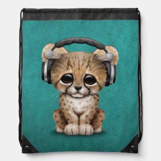 Niedliche tragende Kopfhörer Cheetah-CUBs DJ auf Turnbeutel