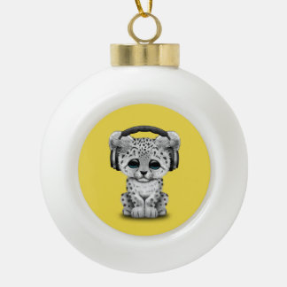 Niedliche tragende Kopfhörer Schneeleopard CUBs Keramik Kugel-Ornament