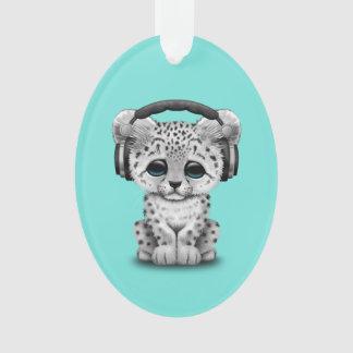 Niedliche tragende Kopfhörer Schneeleopard CUBs Ornament