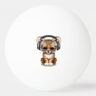 Niedliche tragende Kopfhörer Tiger-CUBs Tischtennis Ball