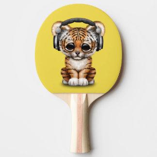 Niedliche tragende Kopfhörer Tiger-CUBs Tischtennis Schläger