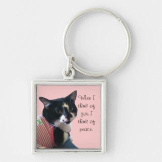 Niedliche Tuxedo-Katze denken an Frieden Keychains Silberfarbener Quadratischer Schlüsselanhänger
