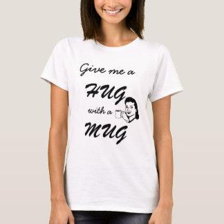 Niedliche Umarmung mit Tassen-Typografie lustigen T-Shirt