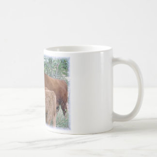 Niedliche und entzückende flaumige fetthaltige kaffeetasse