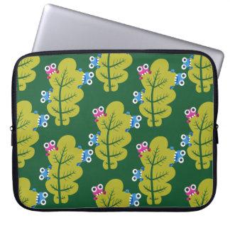 Niedliche Wanzen essen grünes Blatt-Muster Laptopschutzhülle