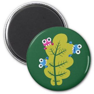 Niedliche Wanzen essen grünes Blatt Runder Magnet 5,7 Cm