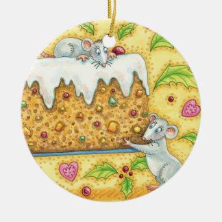 Niedliche Weihnachtsmäuse, die einen Keramik Ornament