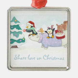 Niedliche Weihnachtstiere, die einen Quadratisches Silberfarbenes Ornament