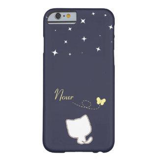niedliche weiße Katze und Schmetterling in einer Barely There iPhone 6 Hülle