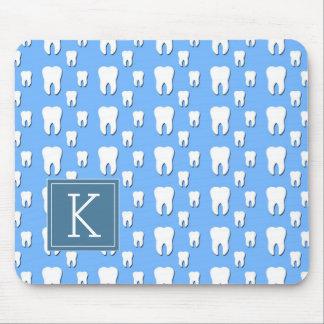 Niedliche Zähne des Monogramm-| Mousepad