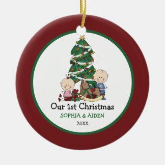 Niedliche Zwillings-1. Weihnachten personalisiert Keramik Ornament