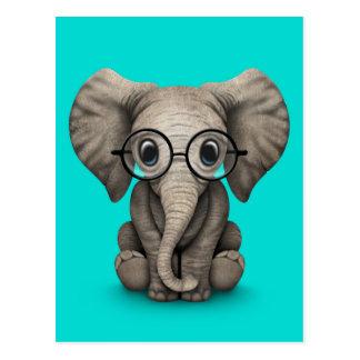 Niedlicher Baby-Elefant mit den Lesegläsern blau Postkarte
