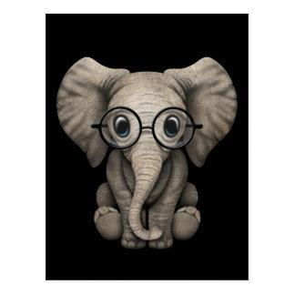 Niedlicher Baby-Elefant mit Leseglas-Schwarzem Postkarte