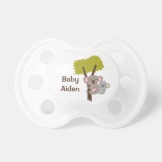 Niedlicher Baby-Koala-Bär und Mama für Babys Schnuller