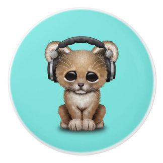 Niedlicher Baby-Löwe-tragende Kopfhörer Keramikknauf