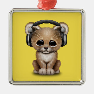 Niedlicher Baby-Löwe-tragende Kopfhörer Quadratisches Silberfarbenes Ornament