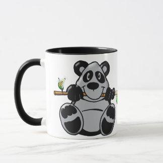 Niedlicher Baby-Panda, der Bambus isst Tasse