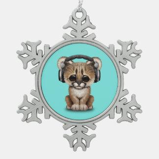 Niedlicher Babycougar-tragende Kopfhörer Schneeflocken Zinn-Ornament