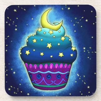 Niedlicher blauer Cupcake mit Mond und Stern Getränkeuntersetzer