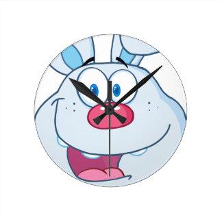 Niedlicher blauer Häschen-Cartoon-Charakter Wanduhr