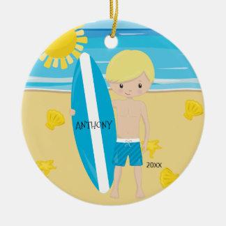 Niedlicher blonder Surfer-Jungen-personalisiertes Keramik Ornament