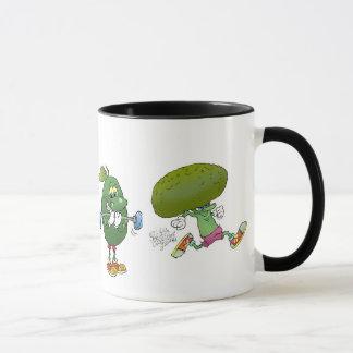Niedlicher Cartoon, der gesunde Nahrung, auf einem Tasse