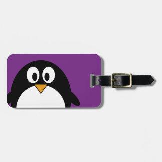 niedlicher Cartoon Penguin lila Kofferanhänger