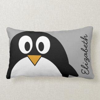 Niedlicher Cartoon Penguin mit grauem Hintergrund Lendenkissen