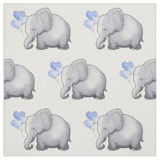 Niedlicher Elefant mit Herzen steigt Stoff