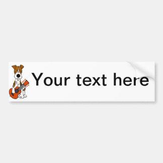 Niedlicher Fox-Terrier, der Gitarren-Kunst legt Autoaufkleber