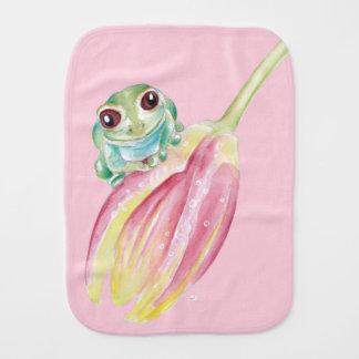 Niedlicher Frosch auf Rosa Spucktuch