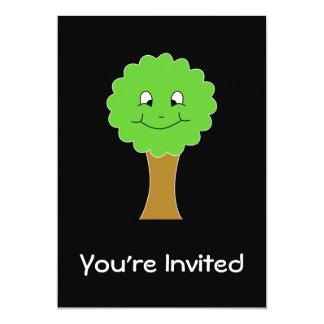 Niedlicher glücklicher grüner Baum. Auf Schwarzem 12,7 X 17,8 Cm Einladungskarte