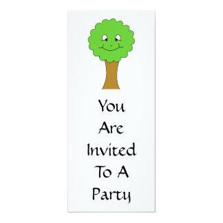 Niedlicher glücklicher grüner Baum. Auf Weiß 10,2 X 23,5 Cm Einladungskarte