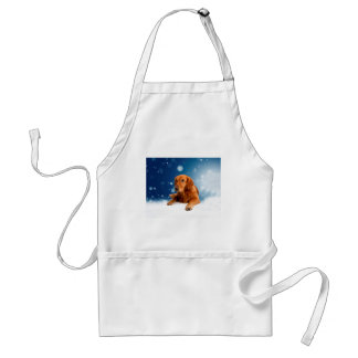 Niedlicher goldener Retriever-Hund, der in den Schürze